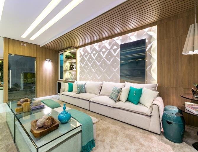 Sala De Tv Projetada ~ Sala de TV e Lareira projetada por Carolina Bastos para a Casa Cor PR