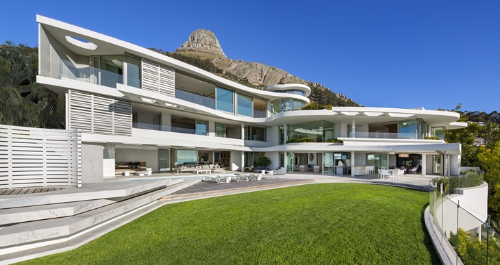Lion's View - A House in Cape Town