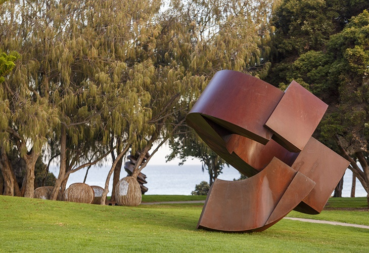 Jörg Plickat, Existence – Just a Loop in Infinity of Time, Sculpture by the Sea, Cottesloe 2017. Photo Jessica Wyld
